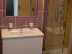 Fotogalerie koupelny - fialová koupelna