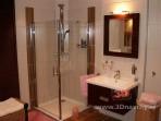 Fotogalerie koupelny -Koupelna obklady Zebrano