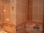 Koupelna v paneláku revizní dvířka